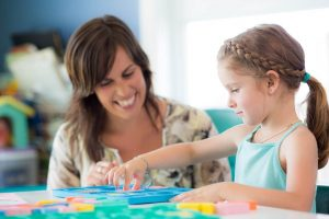 Child_doing puzzle with mom to improve Speech Language