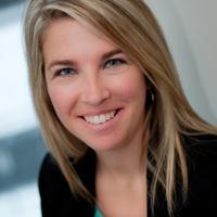 Valerie Hudon, membre de l' équipe de direction clinique de Parcours D'enfant, souriant à la caméra
